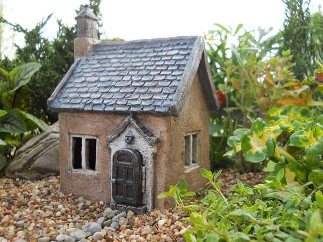 Mini Cottage with hinged door